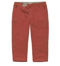 Technical, three-quarter length trousers.